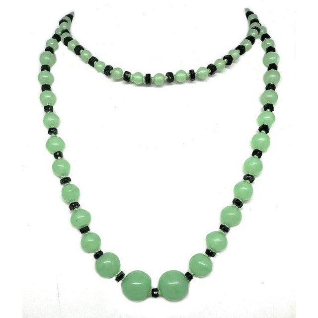 Art Deco Green and Black Glass Necklace, 1920s Necklace, 1930s Necklace, Art Deco Jewelry For Sale - Image 4 of 5