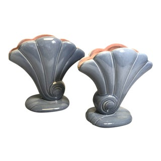 Red Wing 1940s Vintage 892 Usa Shell Flower Vases. - a Pair For Sale