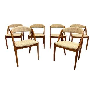 Mid Century Danish Modern Teak Kai Kristiansen #31 Oatmeal Tweed Curved Back Dining Chairs - Set of 6 For Sale