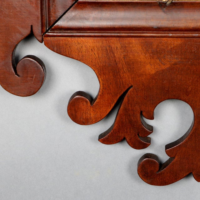 Antique Federal Chippendale Figural Mahogany & Gilt Phoenix Wall Mirror For Sale - Image 4 of 10