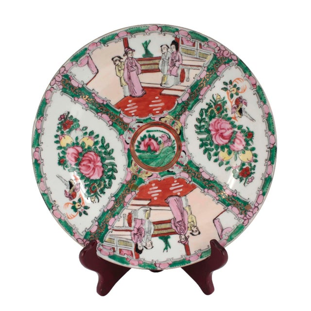 A vintage set of Chinese Qing style Famille Rose Medallion plate, from 1973. The plate has a center floral and bird design...