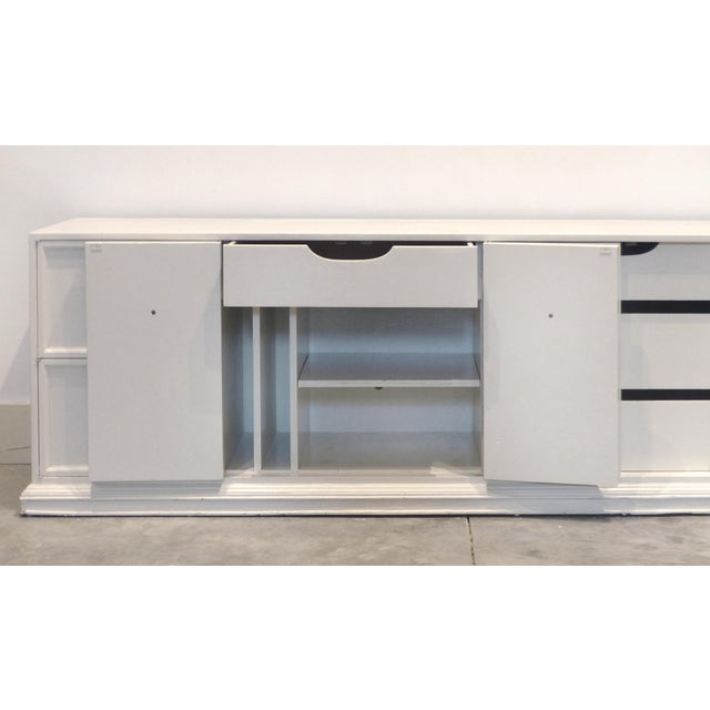 1950s 1950s Hollywood Regency White Oversized Credenza/Buffet For Sale - Image 5 of 13