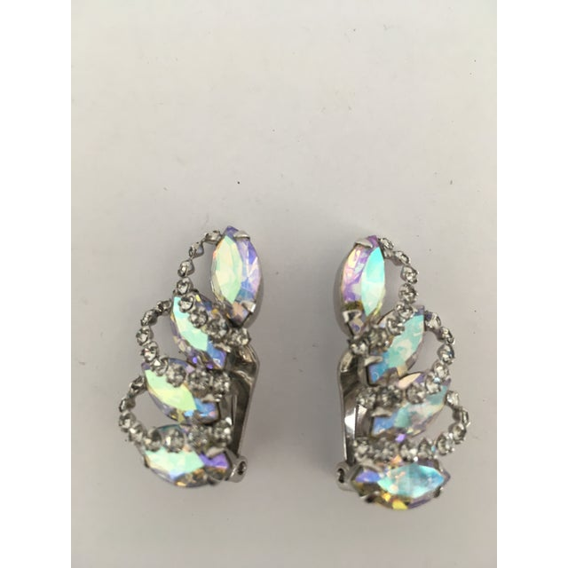 Sparkly pair of vintage rhinestone clip earrings by Weiss. The stones are clear without fog and give an iridescent fire.....