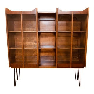 1960s Mid Century Modern Walnut China Cabinet Display Case For Sale