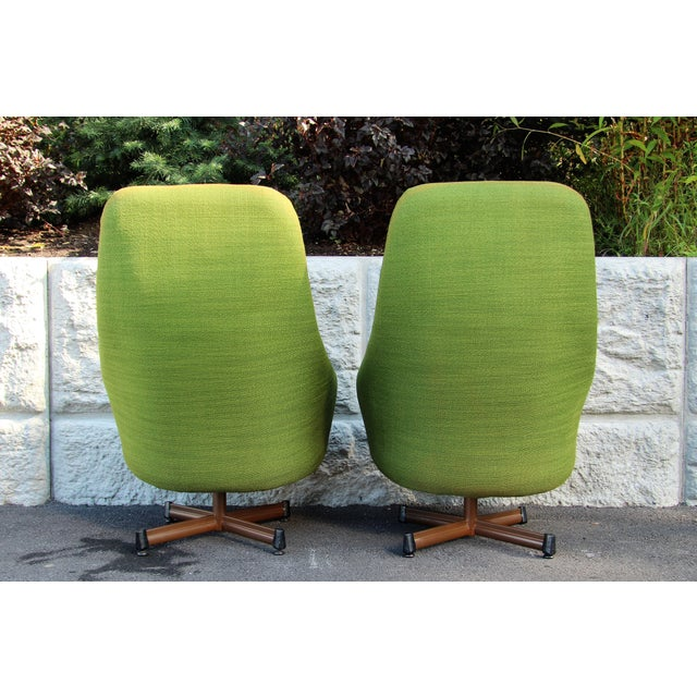 1950s 1950s Vintage Mid-Century Modern Viko Baumritter High Back Swivel Chairs S/2 For Sale - Image 5 of 11