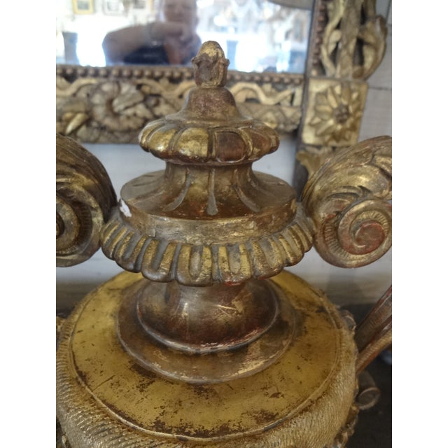 Late 18th Century Pair of 18th Century Italian Gilt Wood Urns For Sale - Image 5 of 11