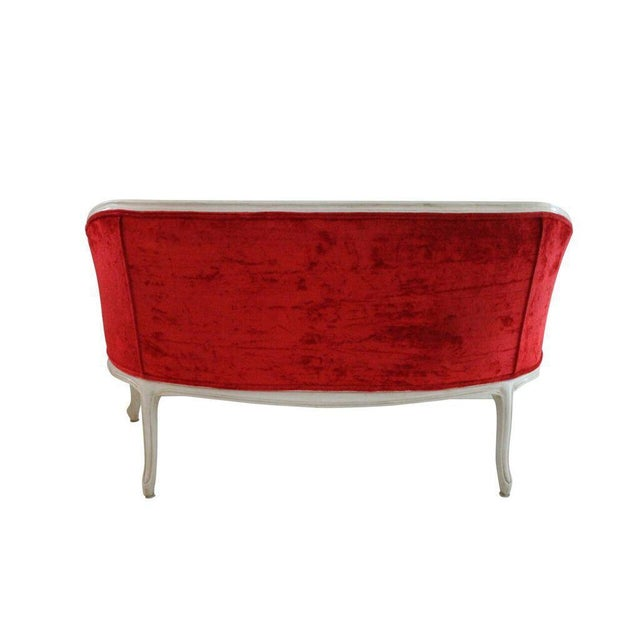 French style settee red tufted velvet upholstery with cabriole legs and cream painted frame with shell carving. Seat-18