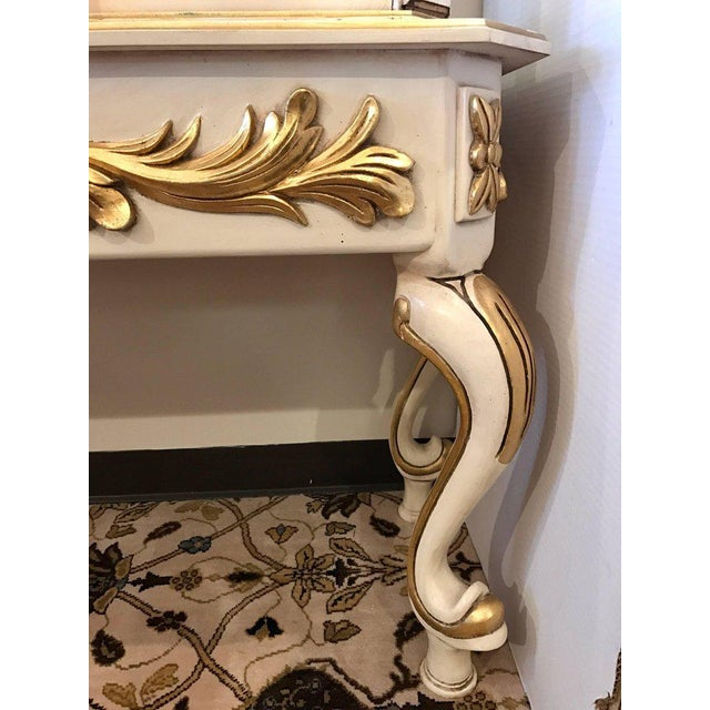 Italian Cream Painted and Gold Gilt Display China Cabinet Vitrine For Sale - Image 4 of 10