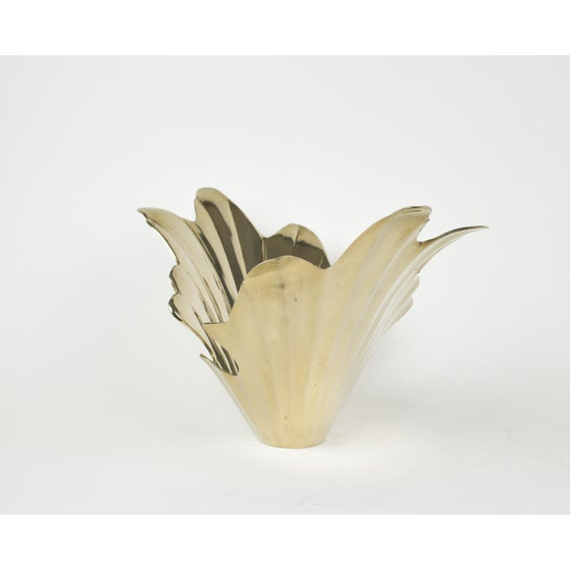 Vintage brass art deco floral inspired bowl. Circa 1950's - 1960's Perfect size for using on console or coffee table....