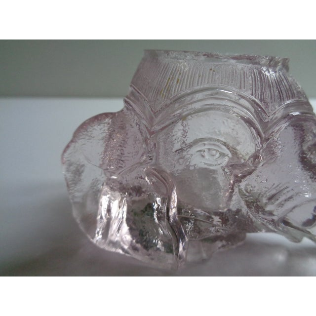 Sweet vintage 1930s ink well in shape of elephant head. Made of glass, in a pale pink color. In good condition with tiny...