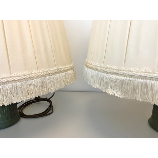 English Traditional A Pair of Box Pleated Traditional Custom Paul Ferrante Cream Shades For Sale - Image 3 of 4