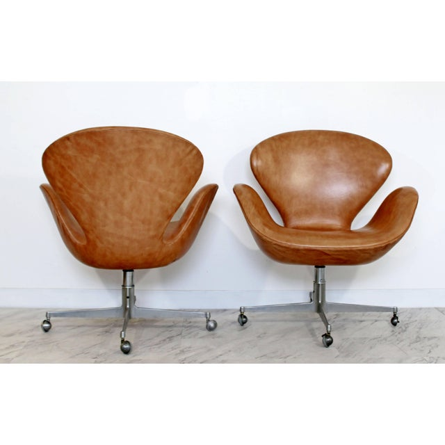 1960s Mid-Century Modern Arne Jacobsen Frtiz Hansen Swivel Leather Swan Chairs - a Pair For Sale - Image 5 of 7