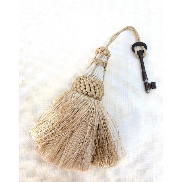 """Champagne and White Key Tassels With Cut Ruche Trim - Tassel Height 5.75"""" For Sale - Image 10 of 11"""