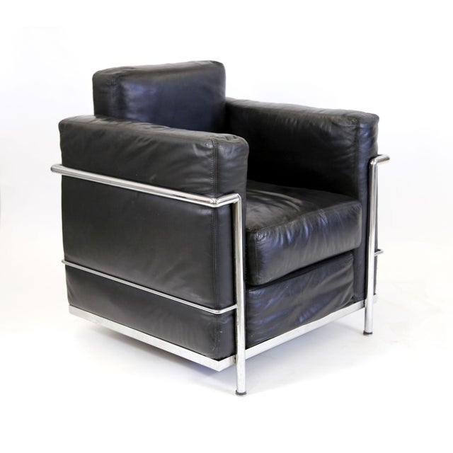 Vintage Le Corbusier Style Black Leather Club Chair From Jfk Concorde Room For Sale - Image 9 of 11