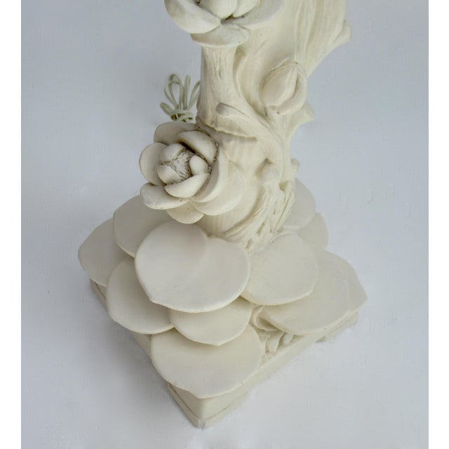 Off-white C1970s Vintage Asian-Style, Chinoiserie Plaster Carved Tiered Water Lily-Pad Orchid Lamp For Sale - Image 8 of 13