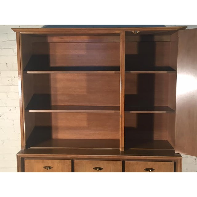 Mid-Century Modern China Cabinet by Kroehler - Image 7 of 9