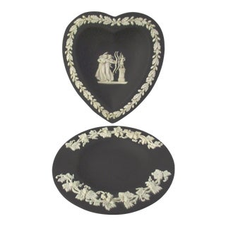 Vintage Neoclassical Black Jasperware Wedgwood Dishes, a Pair For Sale