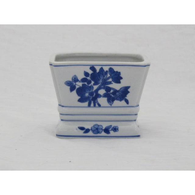 Blue & Whit Chinoiserie Vase For Sale - Image 4 of 4