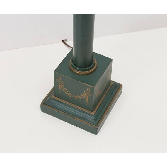 French Neoclassical Green Tole Column Table Lamp - Image 5 of 6