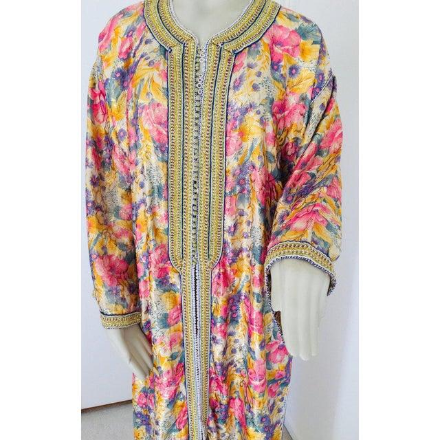 Elegant Moroccan Caftan Metallic Floral Silk Brocade For Sale - Image 10 of 13