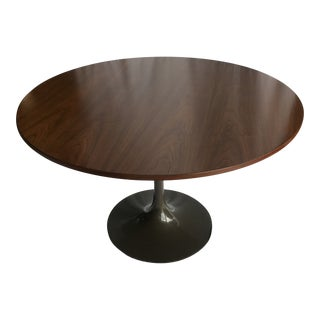 1950s Mid-Century Modern Tulip Base Walnut Round Dining Table For Sale