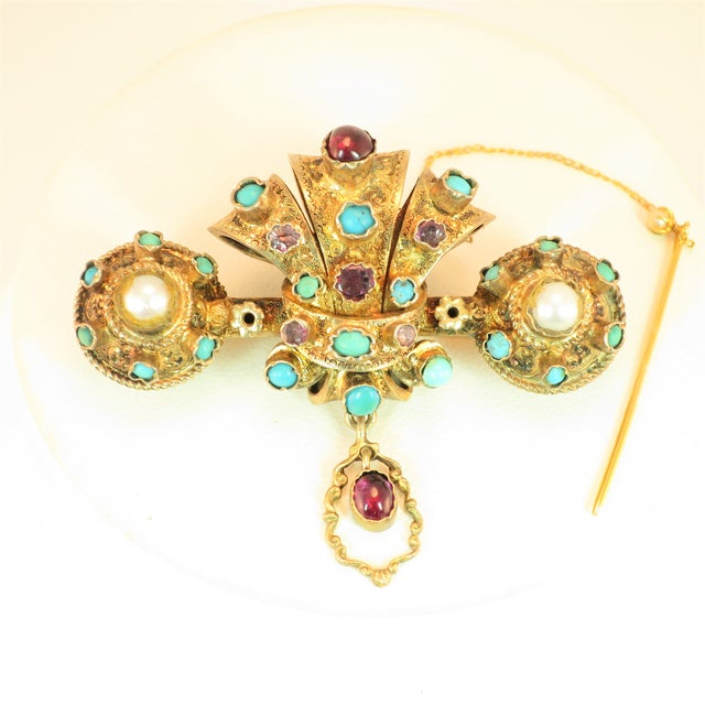 Offered here is a Georgian brooch of solid 10k gold in a deeply three-dimensional baroque design, Circa 1840. The main...
