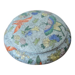 Chinoiserie Porcelain Butterfly Lidded Container For Sale