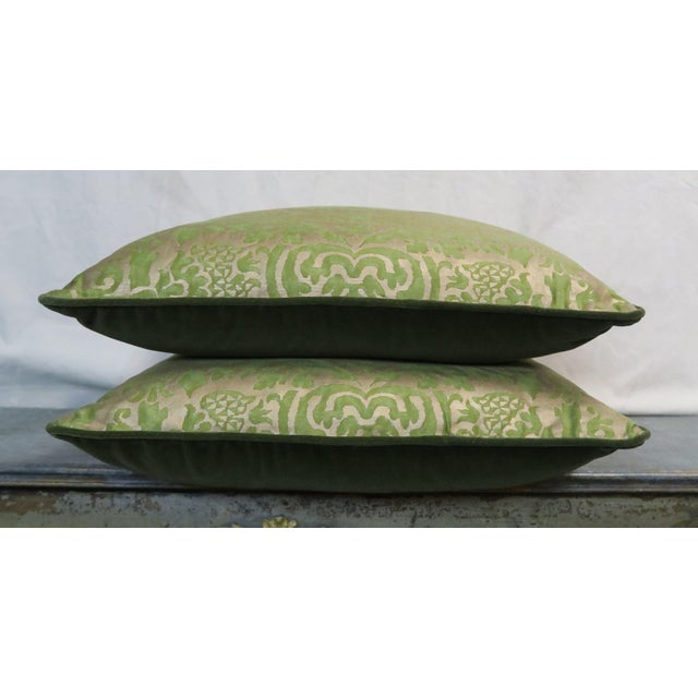 Baroque Pair of Orsini Patterned Fortuny Textile Pillows For Sale - Image 3 of 5