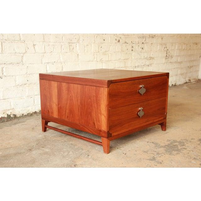 Brown Saltman Mid-Century Modern End Table by Brown Saltman For Sale - Image 4 of 7
