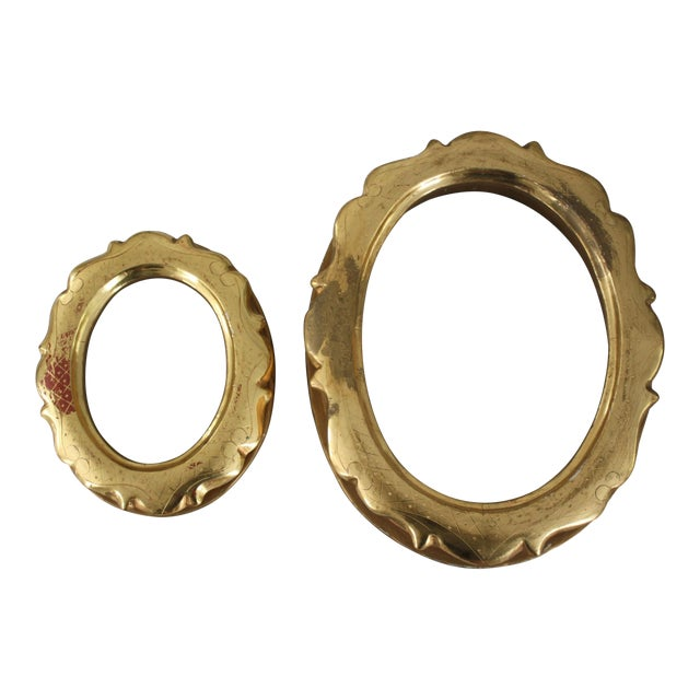 Pair of Gilt Oval Frames For Sale