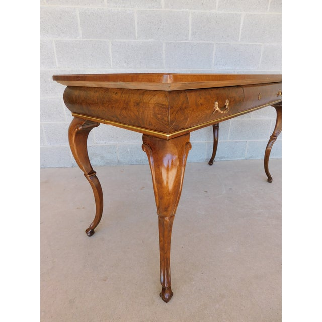 """Baker Burl Walnut French Louis XV Style Tooled Leather Top Writing Desk 52""""w For Sale In Philadelphia - Image 6 of 13"""