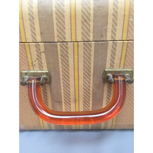 Grand Tour Large Vintage Herringbone Stripe Suitcase With Bakelite Handle For Sale - Image 3 of 11