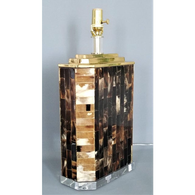 Boho Chic Karl Springer Vintage Tessellated Horn and Lucite Brass Table Lamp For Sale - Image 3 of 13