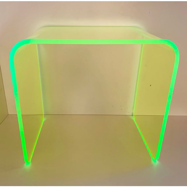 """Mid-Century Modern """"The Side Piece"""" Side Table in Neon Green For Sale - Image 3 of 7"""