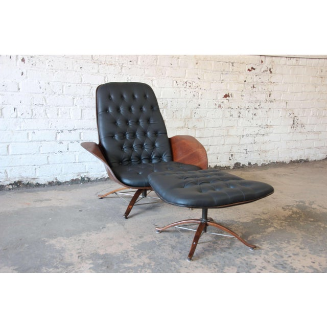Offering a very nice vintage Mr. Chair and ottoman by George Mulhouser for Plycraft. The chair has nice tufted leather...