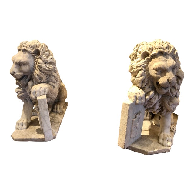 18th Century Marble Lion Statues - a Pair For Sale