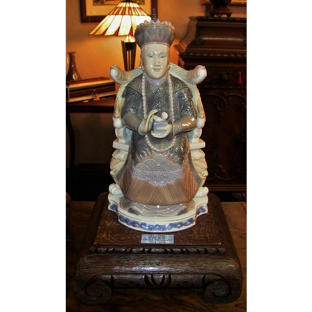 Late 20th Century Lladro Retired Figurines of Chinese Nobleman and Noblewoman - Very Rare- A Pair For Sale - Image 5 of 12