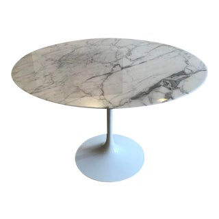 Mid-Century Modern Eero Saarinen for Knoll Round Dining Table For Sale