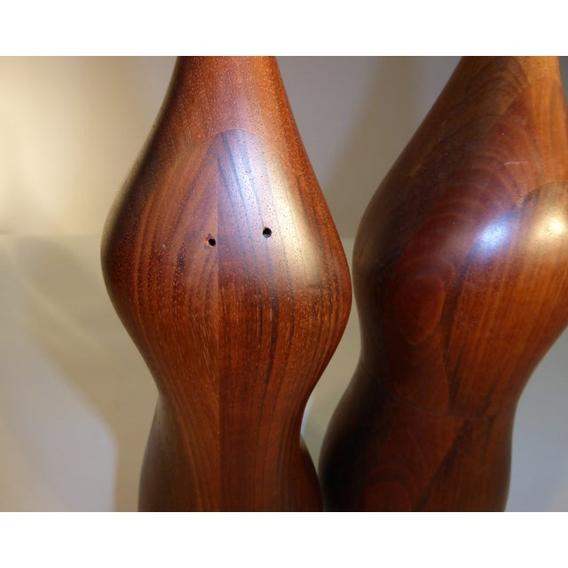1970s Pair of Organic Walnut Salt & Pepper by Daniel Loomis Valenza Design For Sale - Image 5 of 10