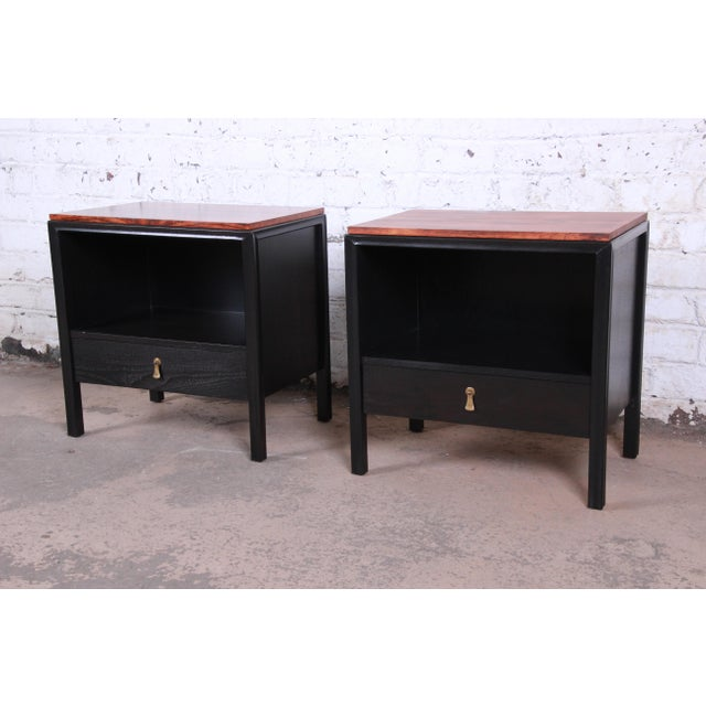 Mount Airy Furniture Company John Stuart for Mount Airy Mid-Century Modern Rosewood and Ebonized Wood Nightstands, Pair For Sale - Image 4 of 13