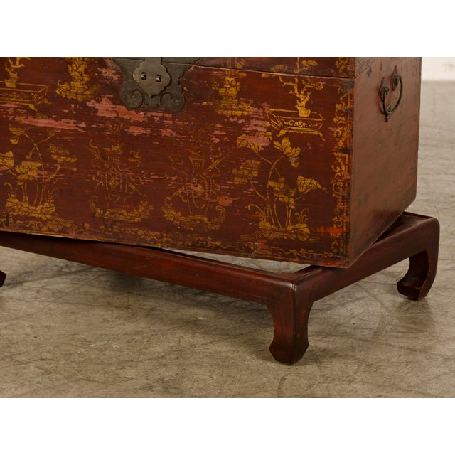 Gold Red Lacquer Antique Chinese Trunk Kuang Hsu Period circa 1875 For Sale - Image 8 of 11