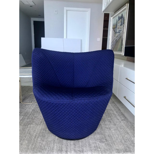 2010s Anda Swivel Armchair and Ottoman by Pierre Paulin for Ligne Roset, C. 2018 For Sale - Image 5 of 13