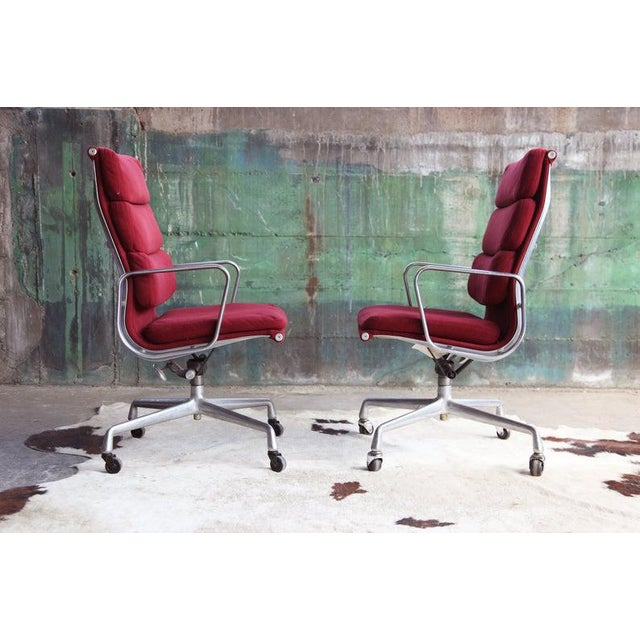 Mid-Century Modern 1970s Eames Herman Miller Aluminum Soft Pad Reclining Executive Lounge Chairs - Set of 8 For Sale - Image 3 of 11