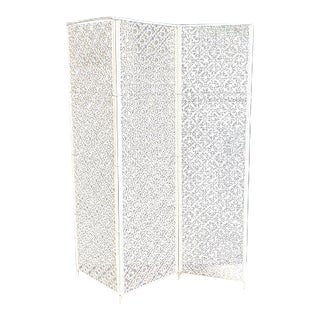 1950s Mid-Century Ivory Painted Metal Medallion-Lattice Folding Screen / Room Divider For Sale