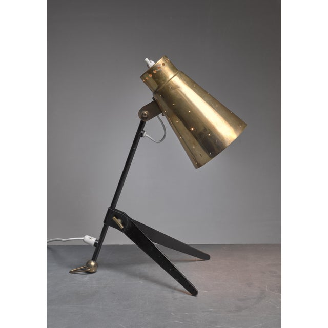 Mid-Century Modern Tapio Wirkkala Brass and Metal Table or Wall Lamp for Itsu, Finland, 1950s For Sale - Image 3 of 7