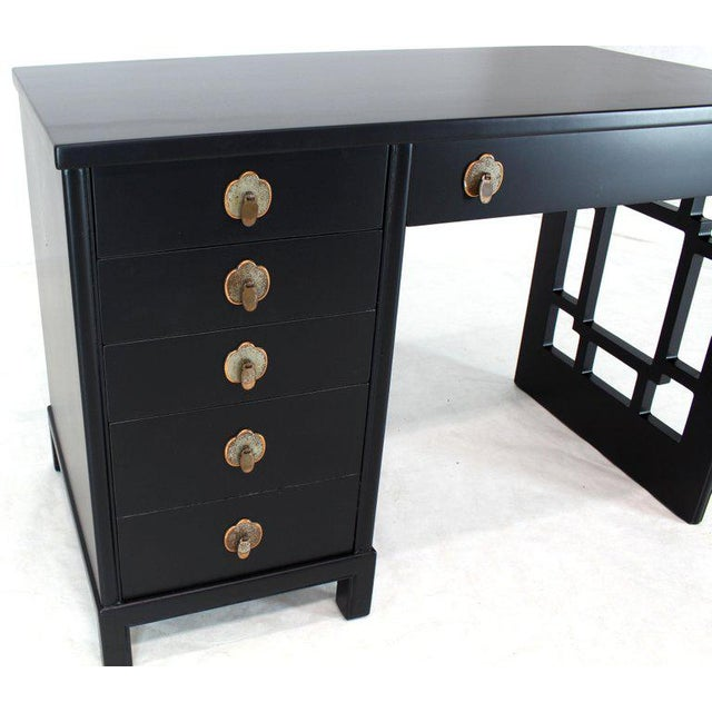1970s Black Lacquer Ebonized Finish Mid-Century Modern Desk Writing Table For Sale - Image 5 of 8