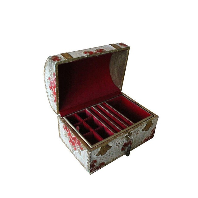 An Italian Florentine keepsake box in gold gilt with red/white accents. This was made in Italy.