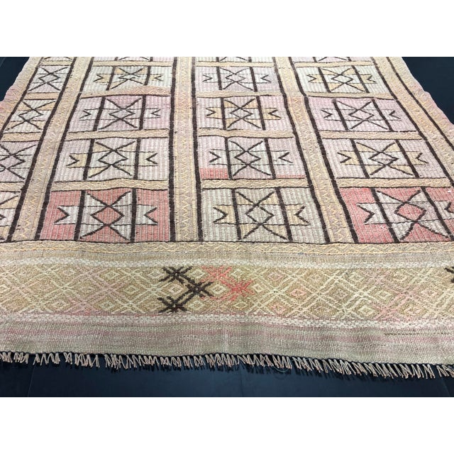 "1960s Vintage Beige Turkish Traditional Kilim Rug- 3'11"" x 4'5"" For Sale - Image 9 of 11"