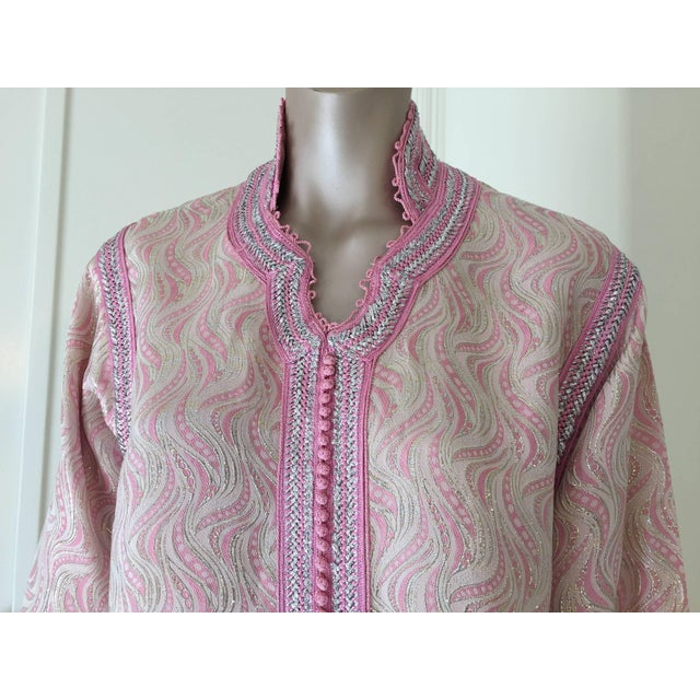Moroccan Brocade Kaftan Embroidered With Pink and Silver Trim For Sale - Image 4 of 11