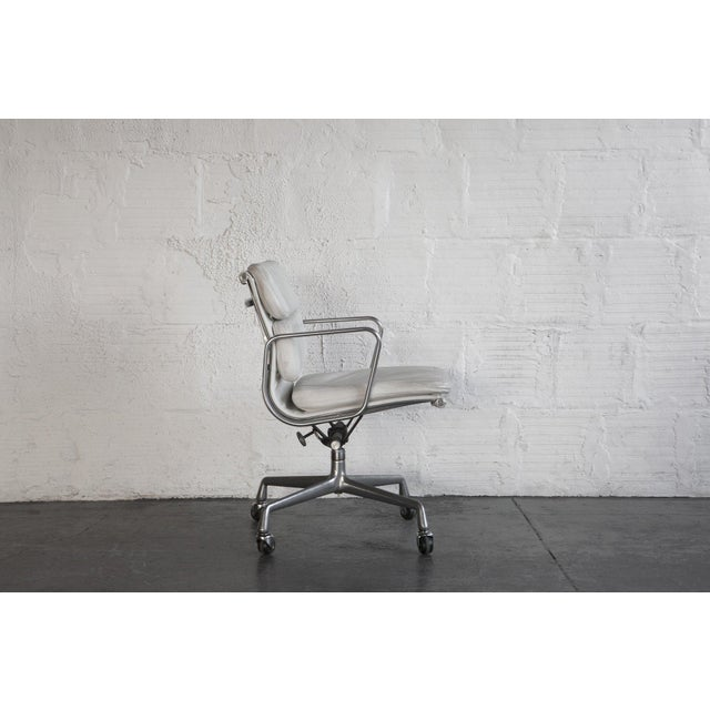 Eames Soft Pad Executive Chair - Image 5 of 6